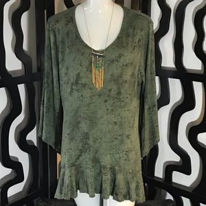 NWOT Wide Long Sleeve Blouse w/ Necklace